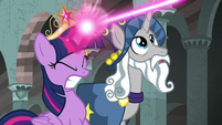 Twilight struggling with the magic rope S7E26