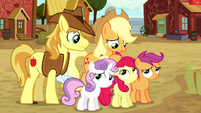 Applejack and Braeburn standing with the CMC S5E6