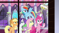 """Discord """"don't look at me"""" S9E17"""