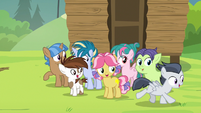 Rumble gallops away from the day camp S7E21