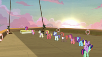 Short line of cruise ponies waiting for autographs S7E22