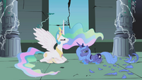 Princess Celestia talking with Princess Luna S1E2