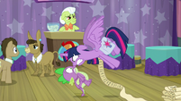 Twilight enraged in Spike's face S9E16