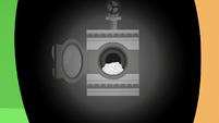 Washing machine in Applejack's eye S6E10