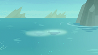 Pearl magic flashes under the water surface S8E6