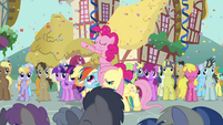 "Pinkie Pie ""come on, everypony"" S2E18"
