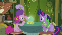 Pinkie Pie sees something S2E20