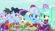 S07E19 Kucyki naciskają na kwiaciarki