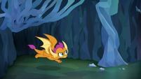 Smolder flies through a cave tunnel S8E22
