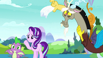 Starlight, Discord, and Spike wave goodbye S8E15