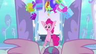 MAFH 01 Pinkie Pie podrzuca prezenty w całym pokoju dziecinnym