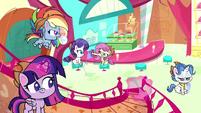 Main ponies continue cleaning Sugarcube Corner PLS1E3a