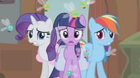 Rarity, Twilight and Rainbow shocked S01E10