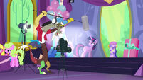 S7E01 Discord with microphone