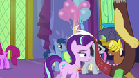 Starlight and Discord walk away from Twilight S7E1