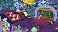 Twilight teaching her friendship students S8E22