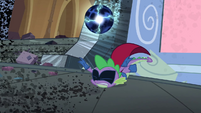 Spike tripping on cape S4E06