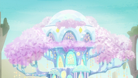 Treehouse of Harmony's leaves shimmering S9E3