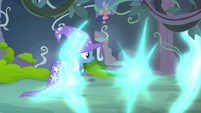 Trixie watches Starlight Glimmer teleport away S7E17