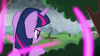 Twilight teleports into the bushes S9E25