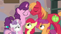 CMCs watch Big Mac and Sugar Belle act lovey-dovey S7E8