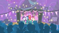 Ponytones onstage S4E14