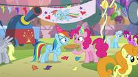 Rainbow Dash thanks Pinkie for birth-iversary pie S7E23