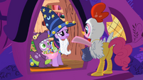 Spike smiling at Pinkie S2E4
