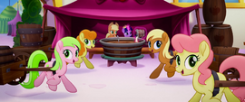 Apple family sings and pulls cider carts MLPTM
