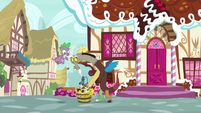 Discord sets apples down in front of bakery S9E23
