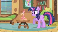 Twilight --what is Celestia's pet doing here--- S01E22