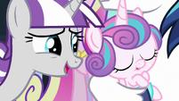 Twilight Velvet looks at her grandfilly S6E2