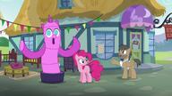 S05E19 Pinkie rozmawia ze sprzedawcą