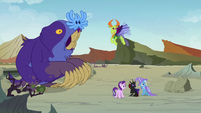 Starlight, friends, and maulwurf look at changelings S7E17