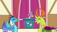 Thorax, Ember i Spike śmieją się
