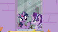 "Twilight ""can't work with a friend on it"" S9E20"