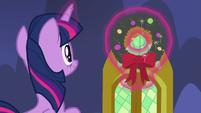 Twilight hanging a Hearth's Warming wreath MLPBGE