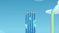 Wonderbolts makes electrically-charged smoke trails S7E7
