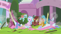 Friendship students make a mess of the party S8E1