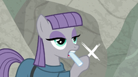 Maud Pie pointing at the 'X' S9E4