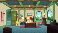 Pear Butter and her father in her bedroom S7E13