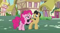 Pinkie Pie asks Cherry Fizzy about Applejack S7E9