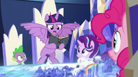 """Twilight """"only way to trap the Pony of Shadows"""" S7E25"""