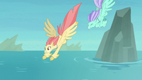 Hippogriffs diving into the water S8E6