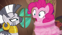 Pinkie Pie's body quickly uncurling S7E19