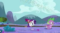 Spike waddles away S2E21