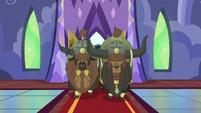 Yakyakistani yaks enter the castle S5E11