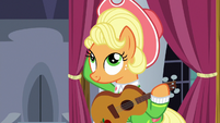 Apple Chord puts her hat back on S9E4