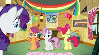 Crusaders shaking their heads at Rarity S8E4
