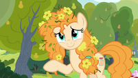 Pear Butter waving goodbye to Bright Mac S7E13